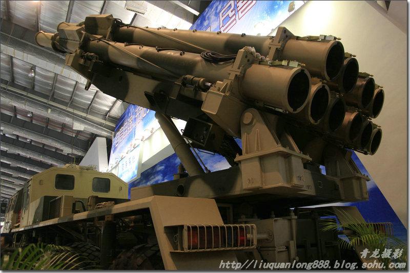 """展出的飞机发动机   俄罗斯一级转子   发动机   国内企业家在询问飞机马达  各国飞机模型  直升飞机--其中""""飞龙""""在四川汶川地震时发挥重要作用  俄罗斯--苏霍伊展台人潮涌动 苏-35引人瞩目   俄罗斯新型坦克   国产v750无人飞机   中国航天科工集团公司在本次珠海航展上展出的B611M近程战术地地导弹武器系统,是B6系列的明星产品,处于世界领先水平。值得注意的是,与往届航展不同,本次航展科工集团对此类武器参数信息有了一定程度的公开,以便于媒体宣传,使得中国精品武器能"""
