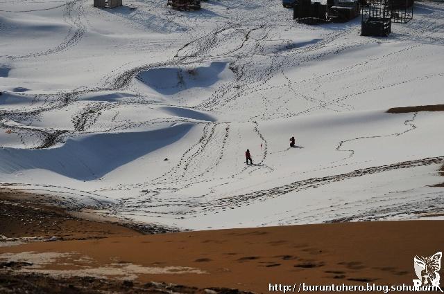 沙漠里的雪 一 越野车友会 高清图片