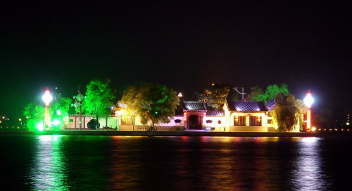 湖心岛夜景