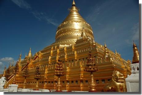 缅甸人民会倾其所有为佛塔贴金,于是就有了令人震惊的仰光大金塔