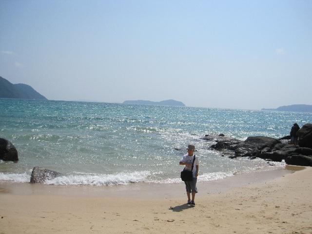 珊瑚岛,明显不如吴支洲,仅仅安排了一些浮潜,海底漫步,跳伞