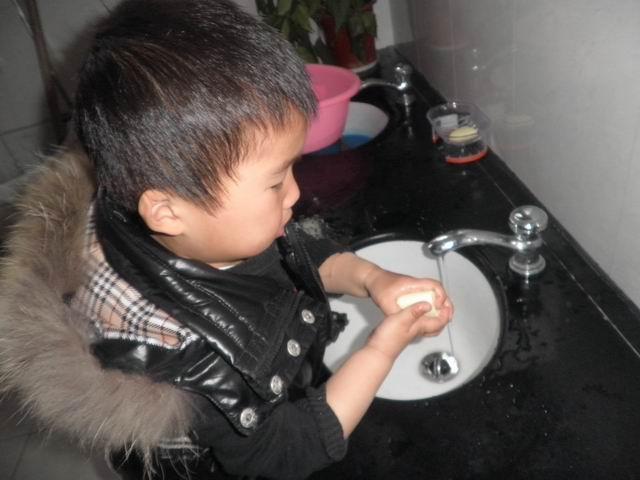 洗手正确步骤图片甩水