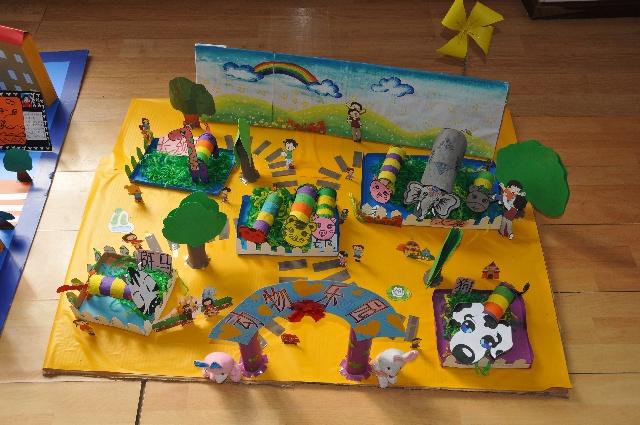 翠竹班亲子手工作品展板——动物乐园-神龙幼儿园