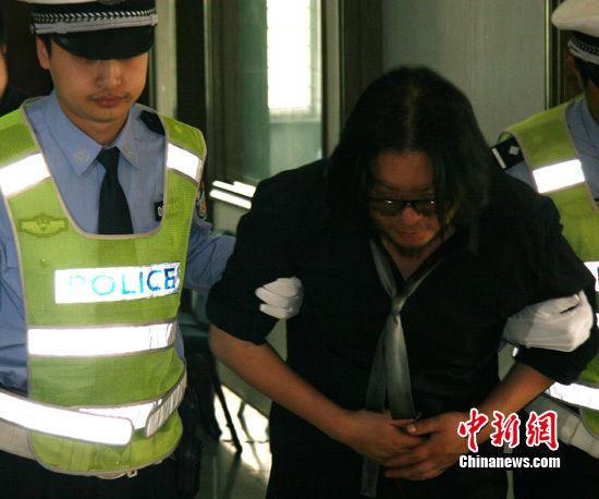 酒驾撞车相片-高晓松9日晚因酒后驾车发生交通事故,造成车辆追尾,四人受伤,-图片