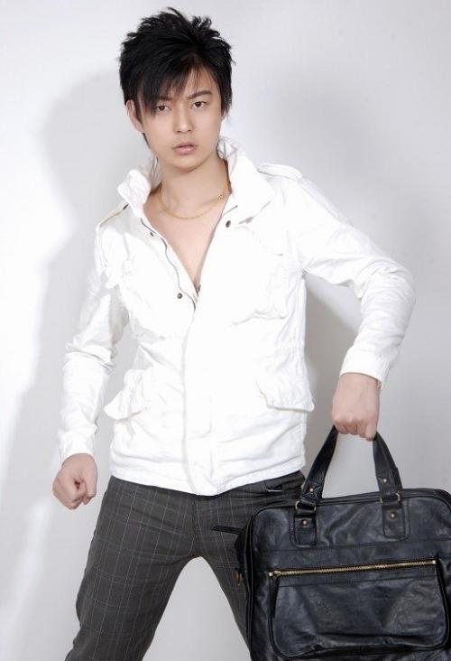 白衣长发帅哥-尴尬咖啡-搜狐博客