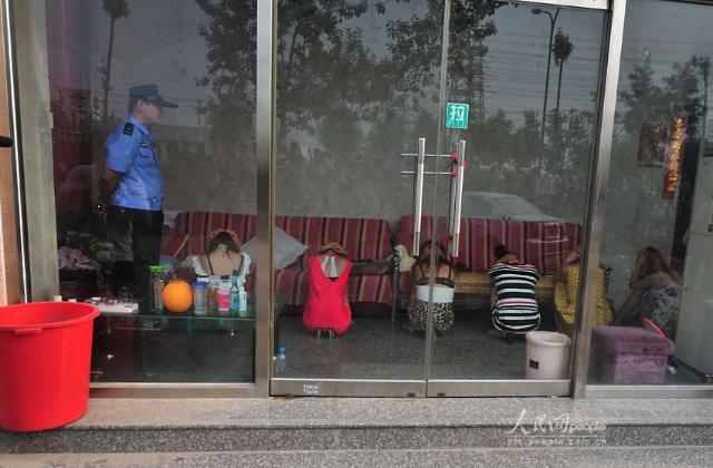 北京警方查处 发廊一条街 50余名涉黄人员被控