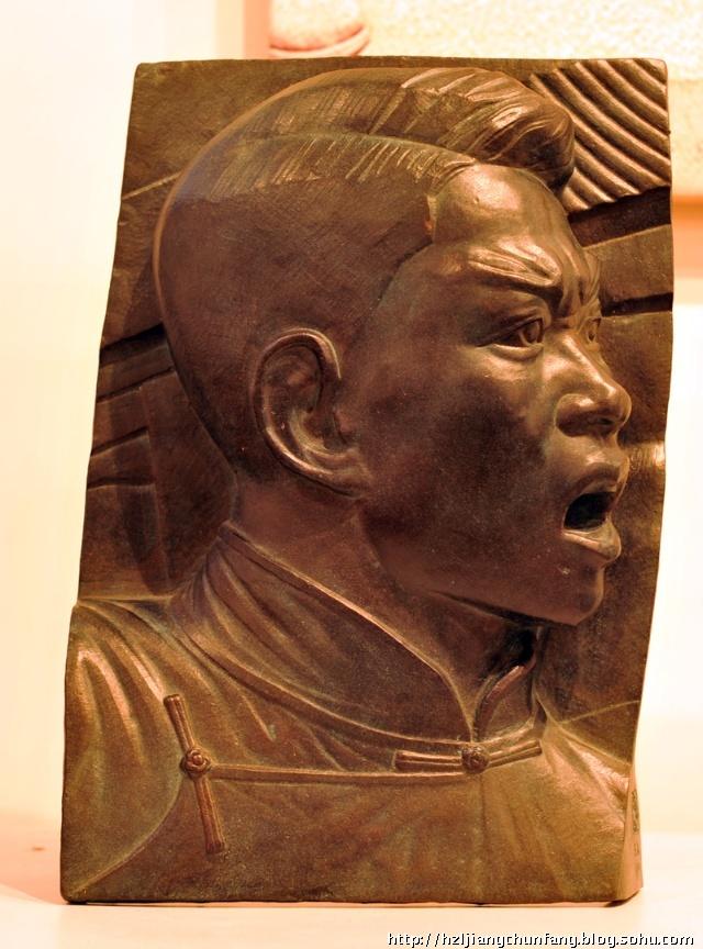 下图:滑田友人民英雄纪念碑浮雕作品.    下图:熊秉明《鲁迅》