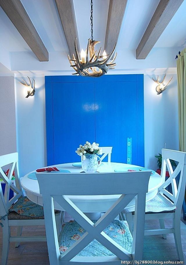 客廳窗簾效果圖:主色天空藍,與墻面的淡藍色相呼應!